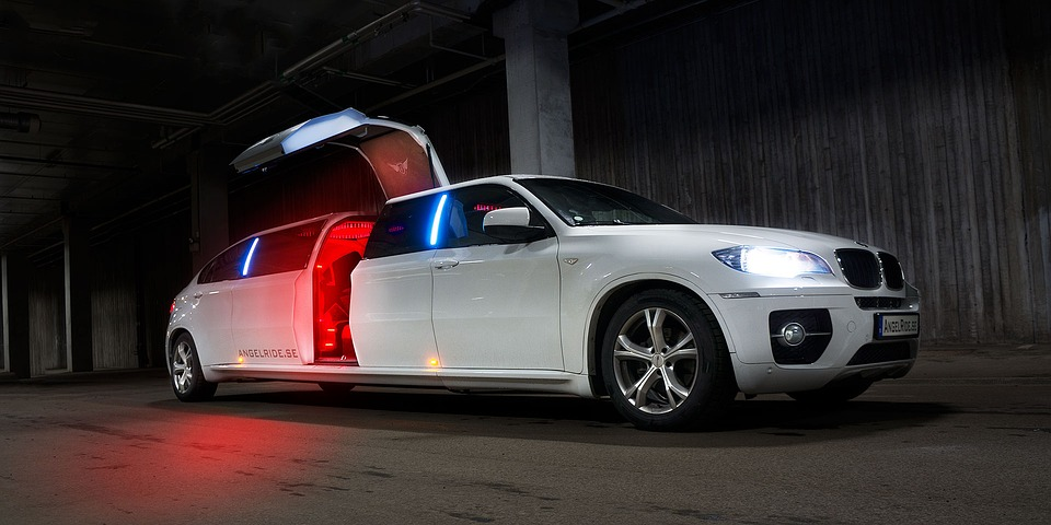Limousine Montreal it for sale | MONTREAL SEO WEB AGENCY